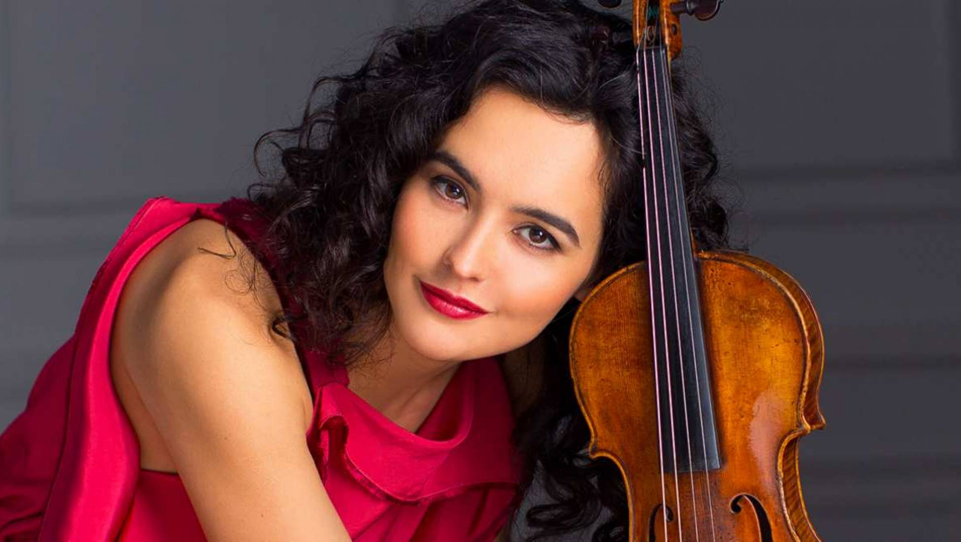 Alena Baeva in Schumanns Vioolconcert, Duncan Ward leidt Brahms